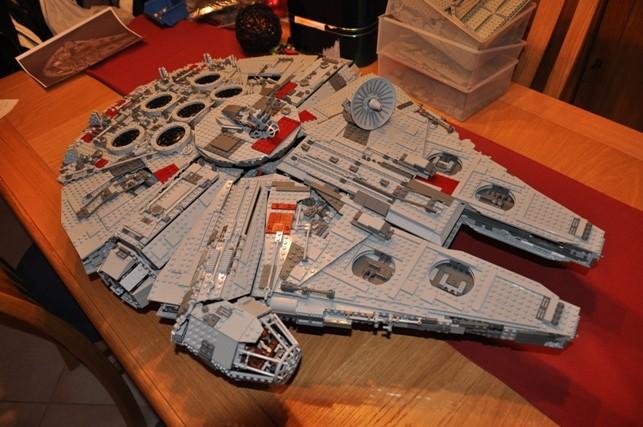 Lego - 10179 - UCS Faucon Millenium  Dsc_0810