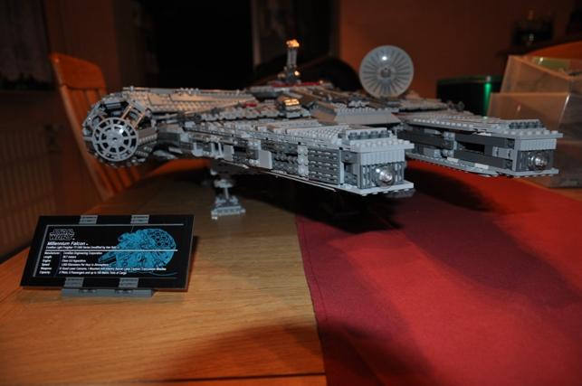 Lego - 10179 - UCS Faucon Millenium  Dsc_0811