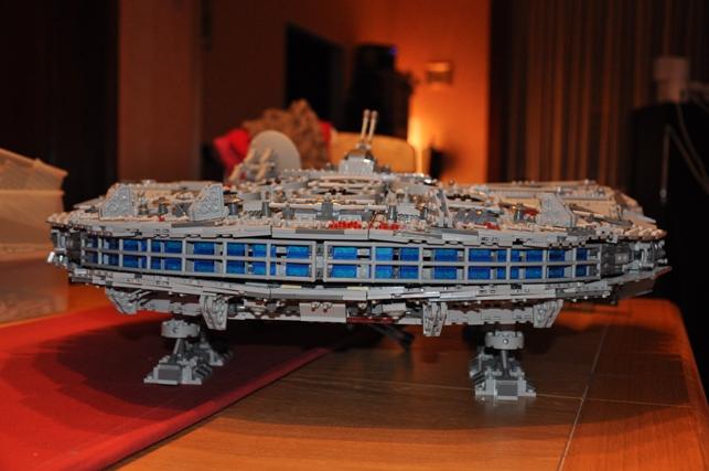 Lego - 10179 - UCS Faucon Millenium  Dsc_0812