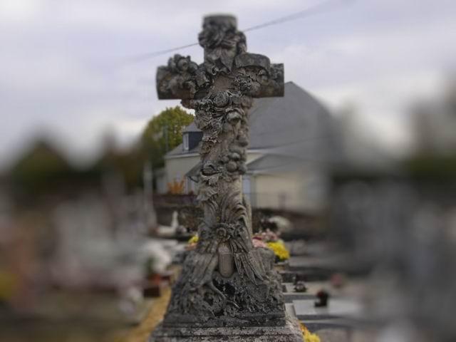 Monuments funéraires Rose+Croix Redime11