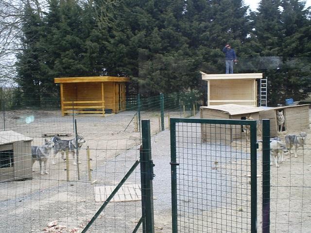 SOS Pour remettre en état 2 parcs pour les chiens  S5031428