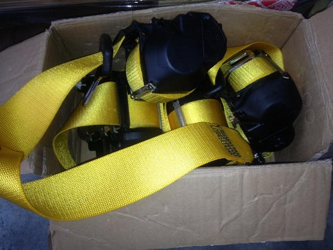A vendre: Ceintures jaunes pour 996 cab Ceintu10