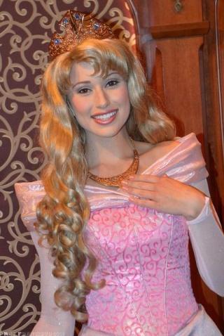 Nouvelles robes pour les princesses? - Page 6 Aur110