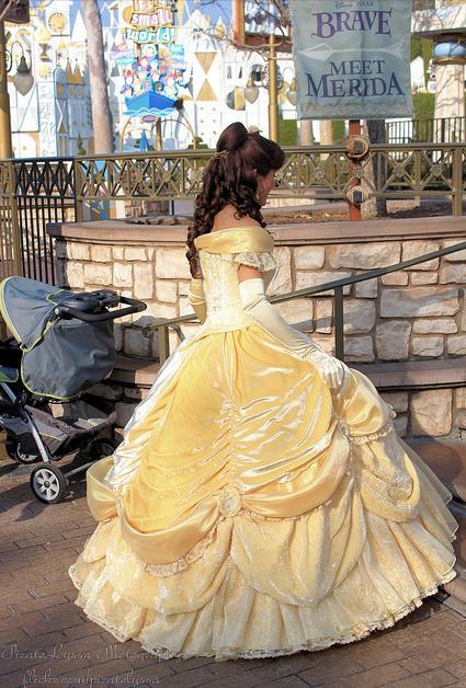 Nouvelles robes pour les princesses? - Page 4 Belle10