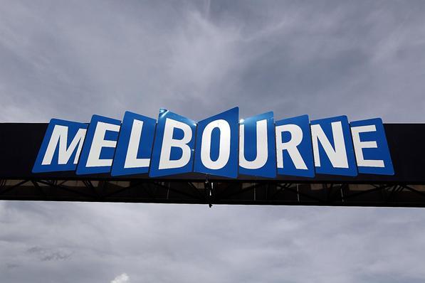 "Los pilotos ""Pirelli"" aterrizan en Melbourne. D12aus10"