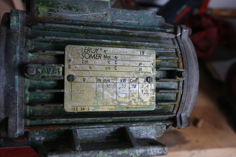 Motorisation table raboteuse (voir p.13) et amélioration R/D Holztech FS320 (première partie)  01_avr10