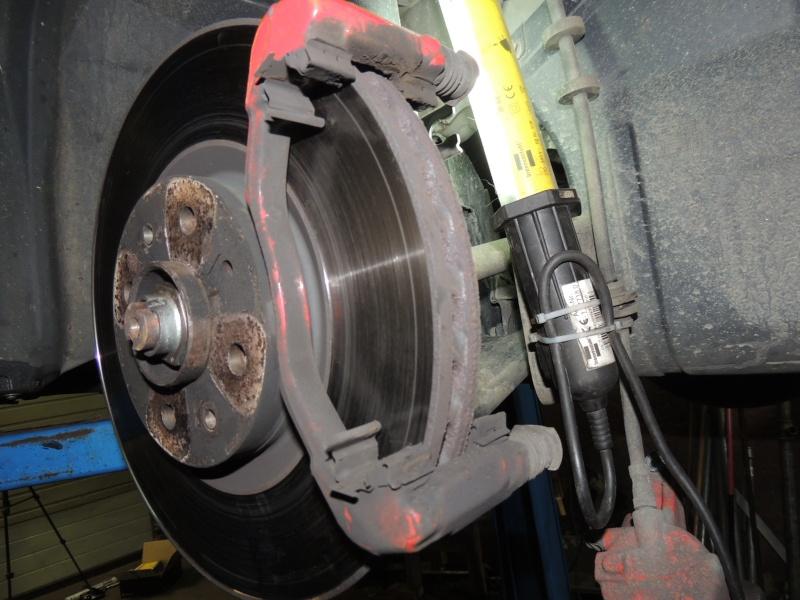 changement disque et plaquettes de frein avant Dscn5222