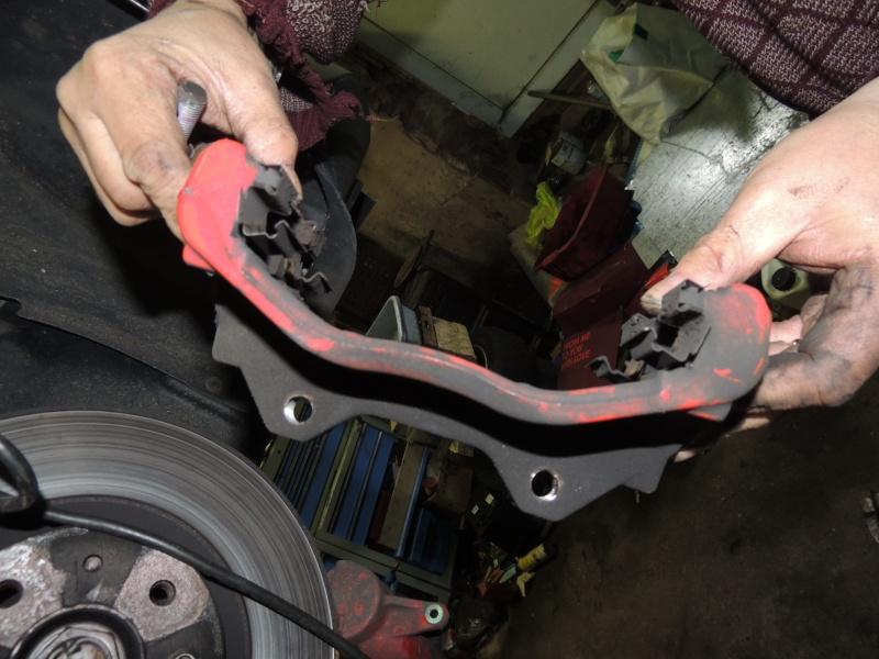 changement disque et plaquettes de frein avant Dscn5224