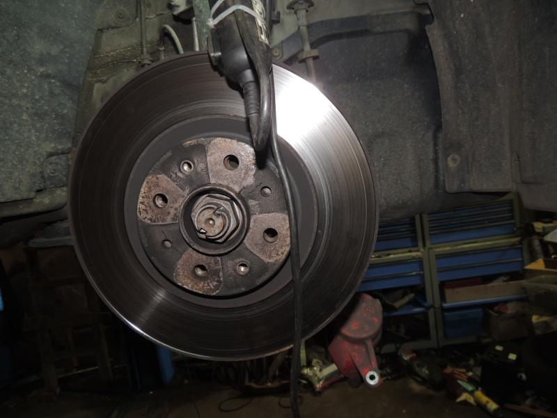 changement disque et plaquettes de frein avant Dscn5225