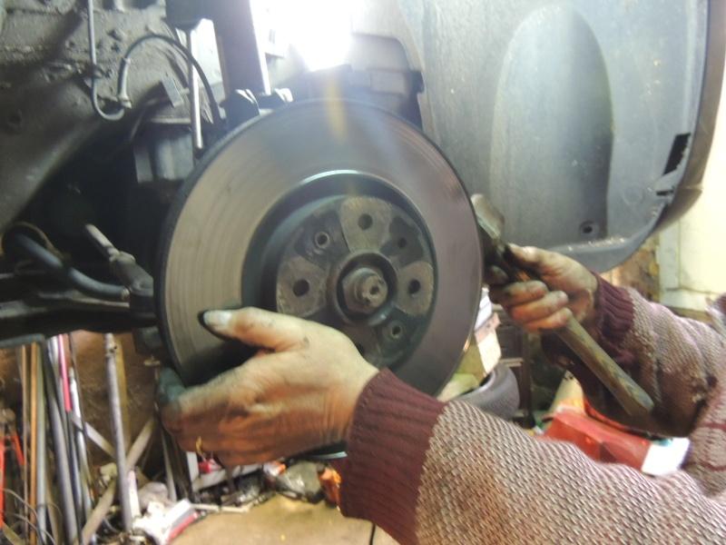 changement disque et plaquettes de frein avant Dscn5227