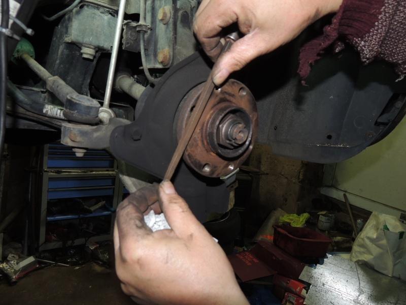 changement disque et plaquettes de frein avant Dscn5228