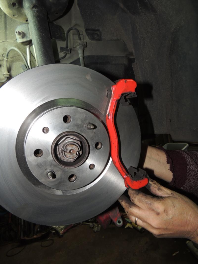 changement disque et plaquettes de frein avant Dscn5231