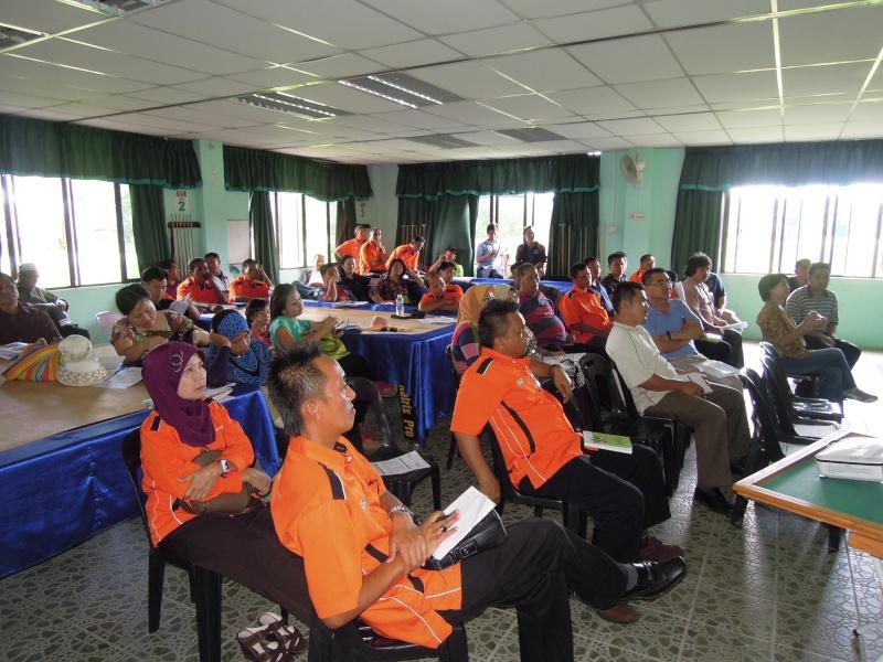 Jemputan Menghadiri Mesyuarat Agung Tahunan & Hari Keluarga KSH JPS Sabah 2013 - Page 2 Dscn0513