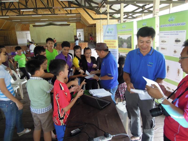 Jemputan Menghadiri Mesyuarat Agung Tahunan & Hari Keluarga KSH JPS Sabah 2013 - Page 2 Dscn0616
