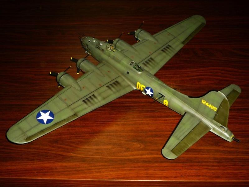 """BOEING B-17 F """"Memphis Belle"""" (REVELL) [Modèle terminé] P1050311"""