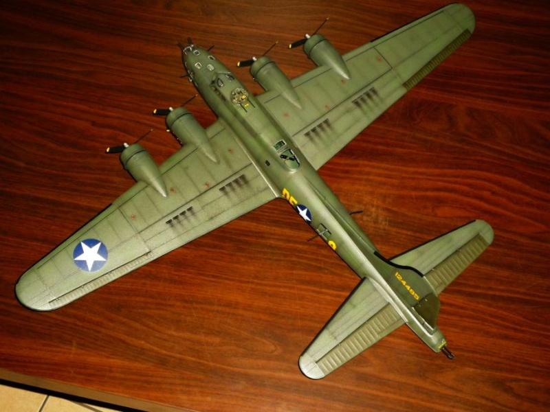 """BOEING B-17 F """"Memphis Belle"""" (REVELL) [Modèle terminé] P1050312"""