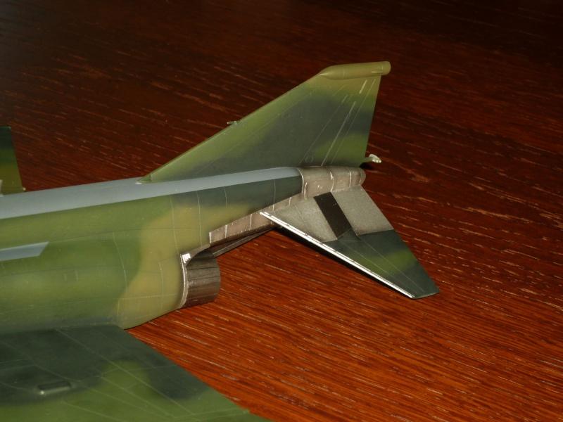 "F-4G Phantom II ""Wild Weasel"" (Hasegawa 1/48) [modèle terminé] - Page 2 P1060825"
