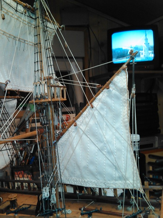 HMS ENDEAVOUR - Page 10 Img39513