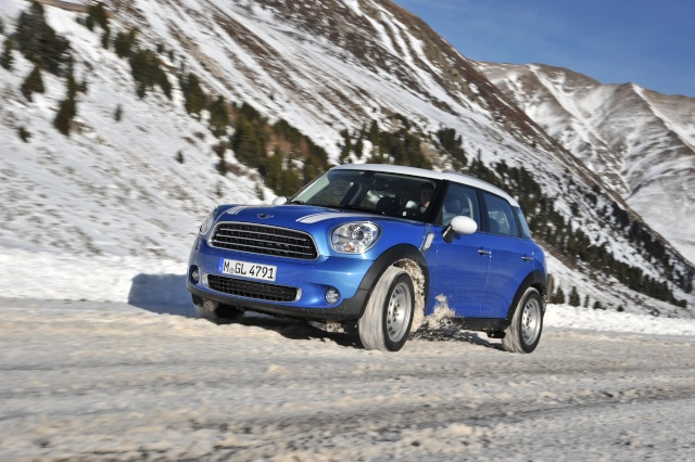 Talented all-rounder and bestseller: The 250,000th MINI Countryman leaves the factory P9008810