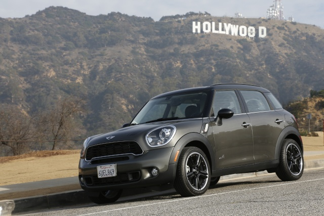 Talented all-rounder and bestseller: The 250,000th MINI Countryman leaves the factory P9011010