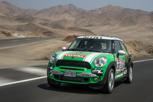 Talented all-rounder and bestseller: The 250,000th MINI Countryman leaves the factory P9011011