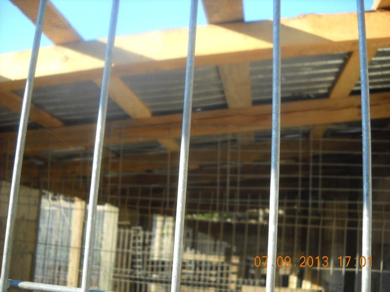 ALLEZ ON CONTINUE L'AVENTURE CONSTRUISONS LES DERNIERS  BOXES AU REFUGE DE LENUTA -  R - Page 3 Dscn6334