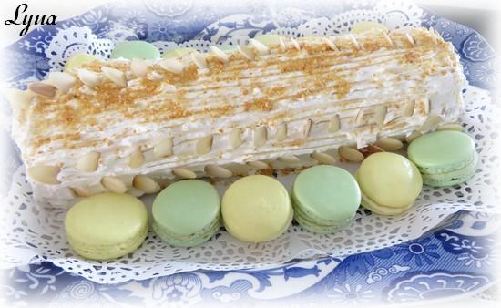 Bûche crème mousseline et pralin, crème au beurre meringue italienne Bzche210