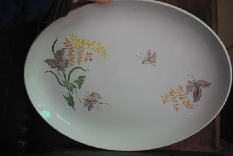 Handpainted patterns on white plates 003_co10