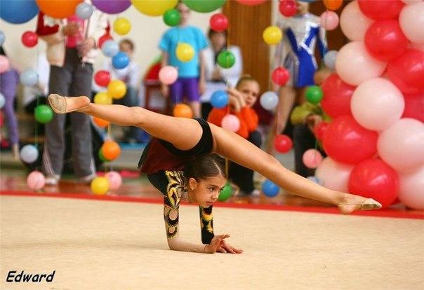 Les gymnastes lorsqu'elles étaient très jeunes - Page 2 P8yyuc10
