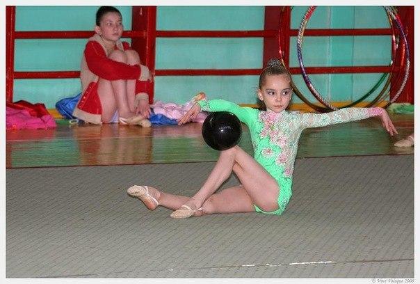 Les gymnastes lorsqu'elles étaient très jeunes - Page 2 Tvea7i10