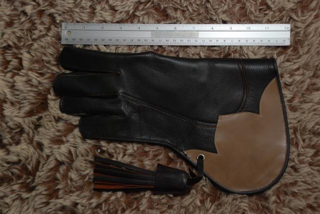 ถุงมือฝึกเหยี่ยว 12 ก.พ. 56  Dsc_4610