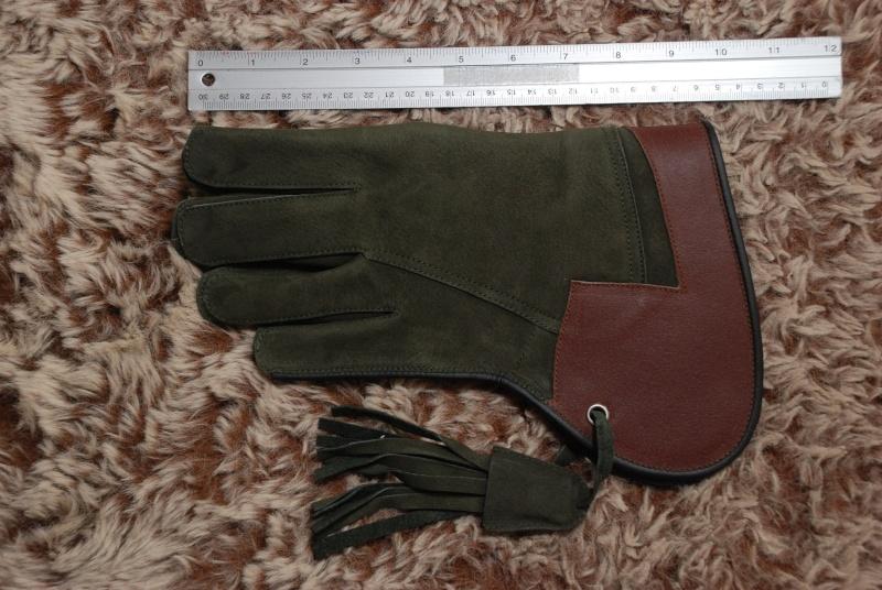 ถุงมือฝึกเหยี่ยว 12 ก.พ. 56  Dsc_4611