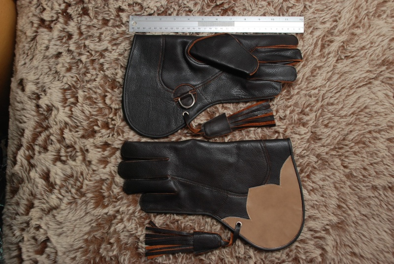 ถุงมือฝึกเหยี่ยว 12 ก.พ. 56  Dsc_4613
