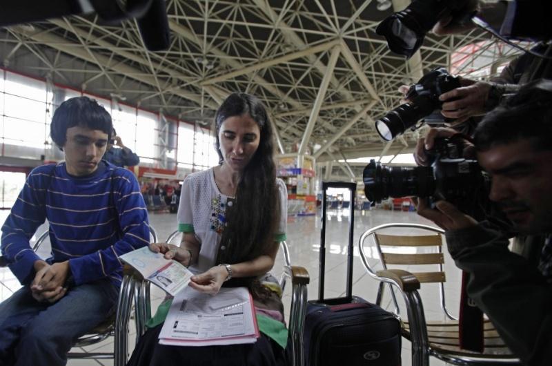 Yoani Sanchez tiene su pasaporte ya 09565712