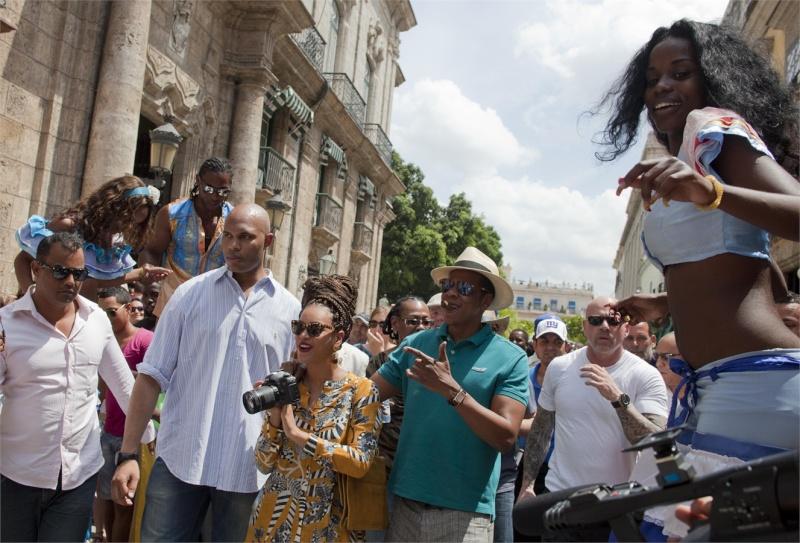 Beyoncé e Jay-Z festeggiano l'anniversario a Cuba  31b96110
