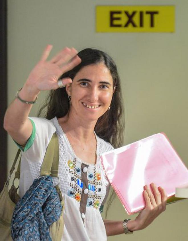 Yoani Sanchez tiene su pasaporte ya 660-0-10