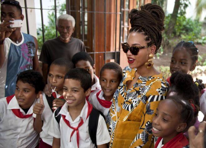 Beyoncé e Jay-Z festeggiano l'anniversario a Cuba  817e5110