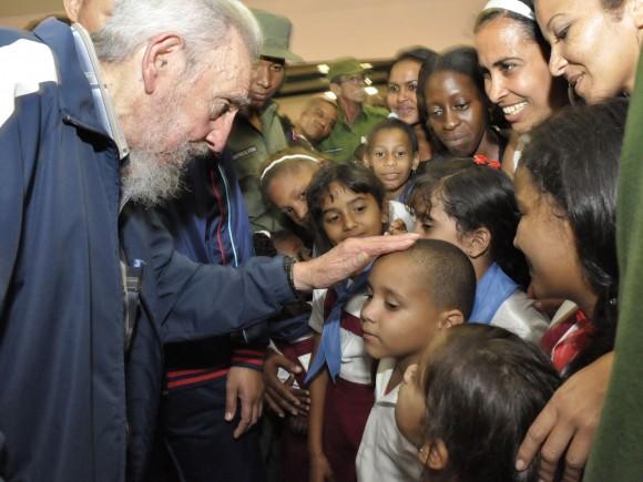 """Fidel Castro aparece en público para inaugurar Complejo Educacional """"Vilma Espín Guillois""""  Dsc14410"""