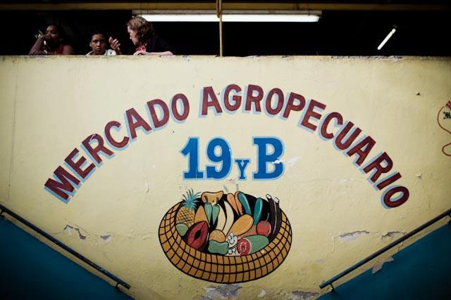 Fotografia. Cuba, esperando el pasaje  Havana13