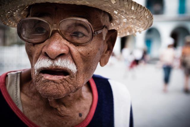 Fotografia. Cuba, esperando el pasaje  Havana15