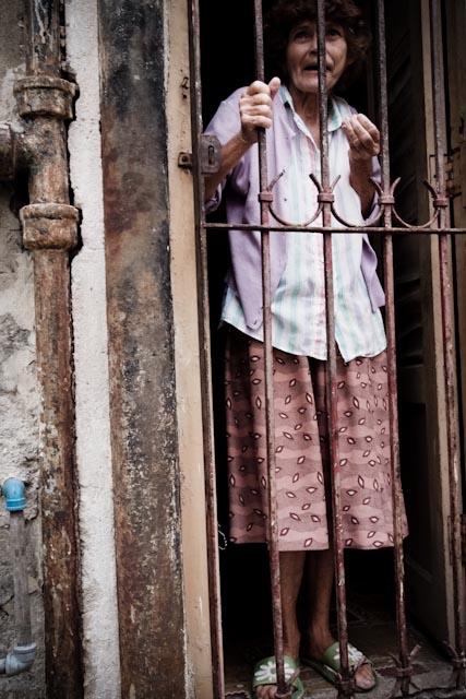 Fotografia. Cuba, esperando el pasaje  Havana19