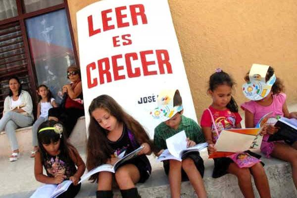 Celebran Día del Libro Infantil en Cuba con audiolibros  Libros10