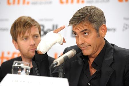 George Clooney George Clooney George Clooney! - Page 17 Cloone17