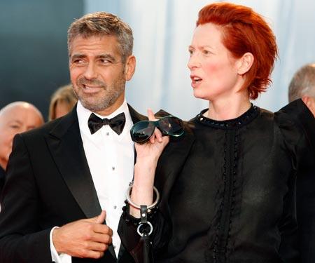 George Clooney George Clooney George Clooney! - Page 17 Cloone25