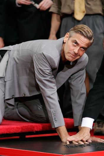 George Clooney George Clooney George Clooney! - Page 17 Cloone28