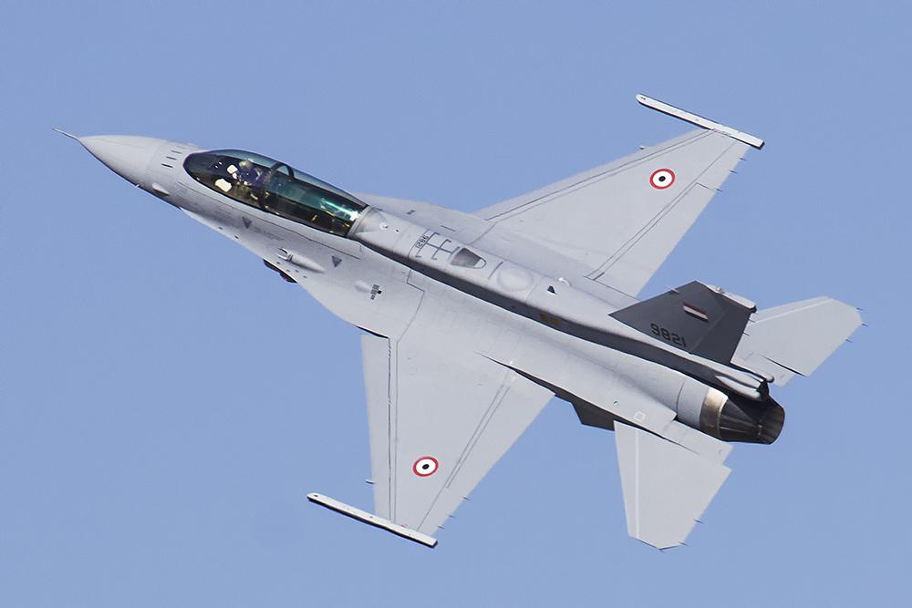 Egipto - Página 2 F-16d_10