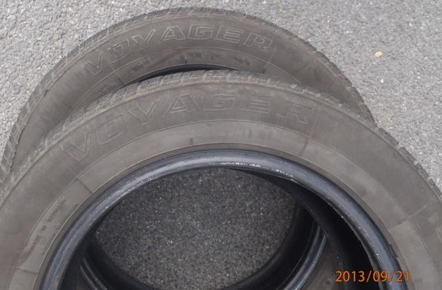 """Les pneus de marque """"Voyager"""" P9210010"""
