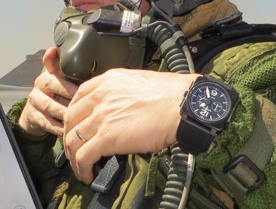 DODANE - la montre  des pilotes de ligne? - Page 4 Bell_e10