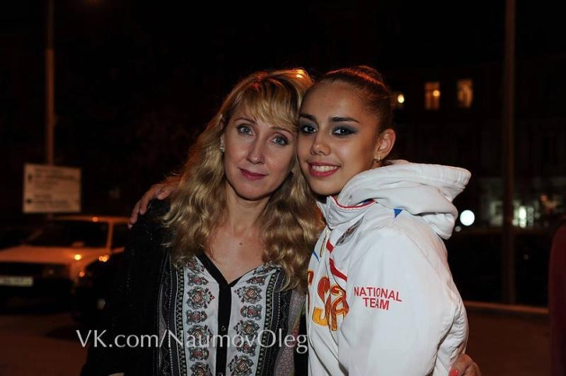 Les photos de gymnastes avec leur famille (soeur ,mère, père) 12300410