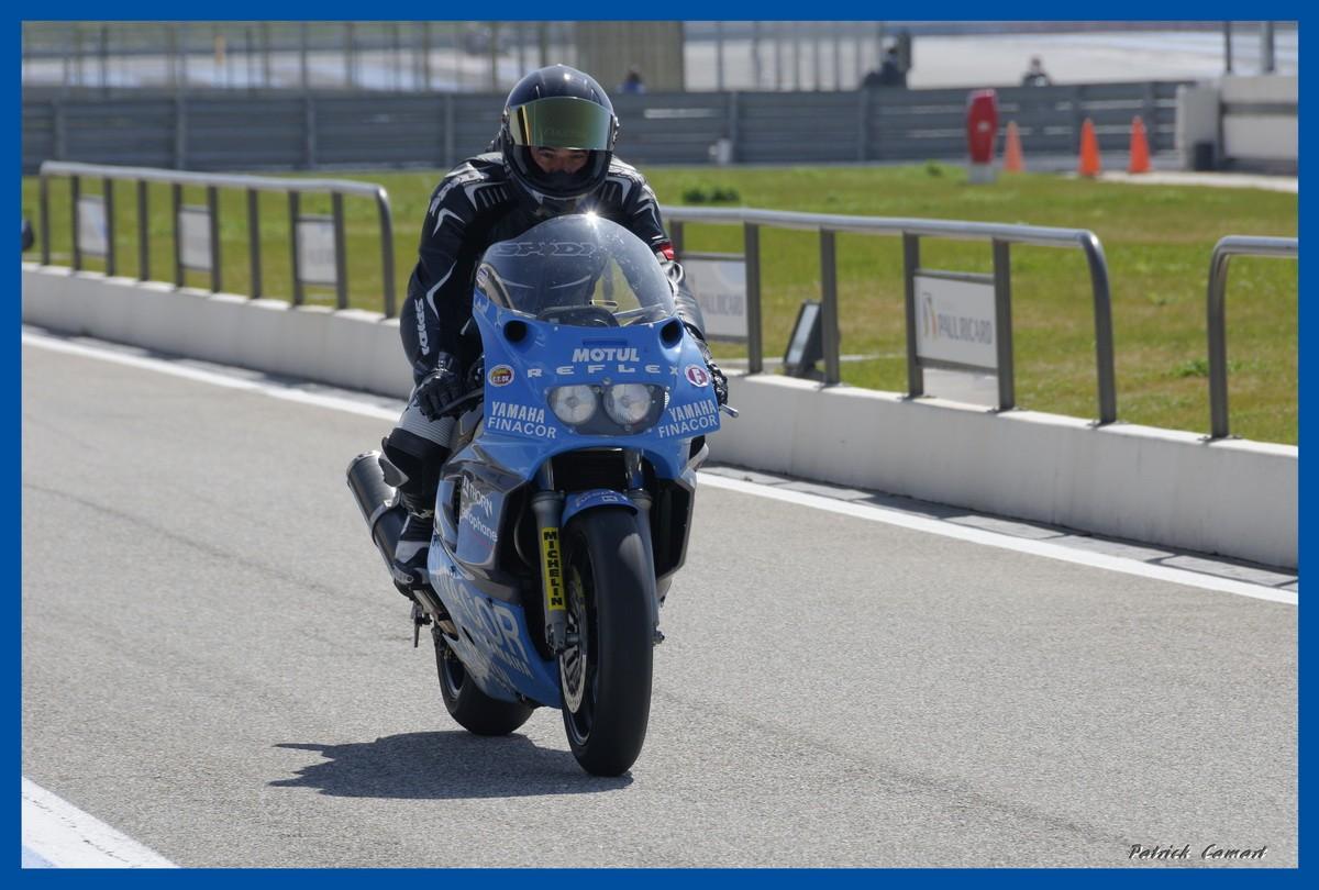 Vieilles Gloires : Pilotes et motos au Paul Ricard avril 2013 . B2_3a_10